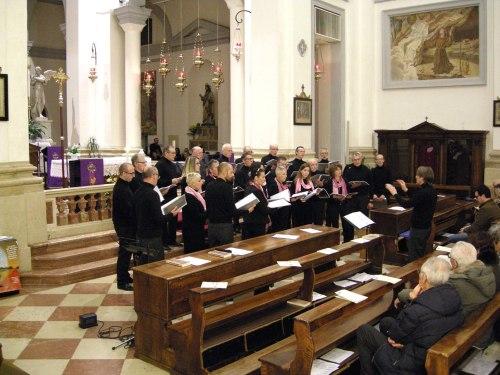 il coro Esperienze Vocali in formazione mista