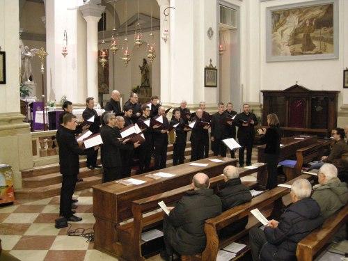 il coro Coenobium Vocale di Piovene Rocchette diretto da Maria Dal Bianco